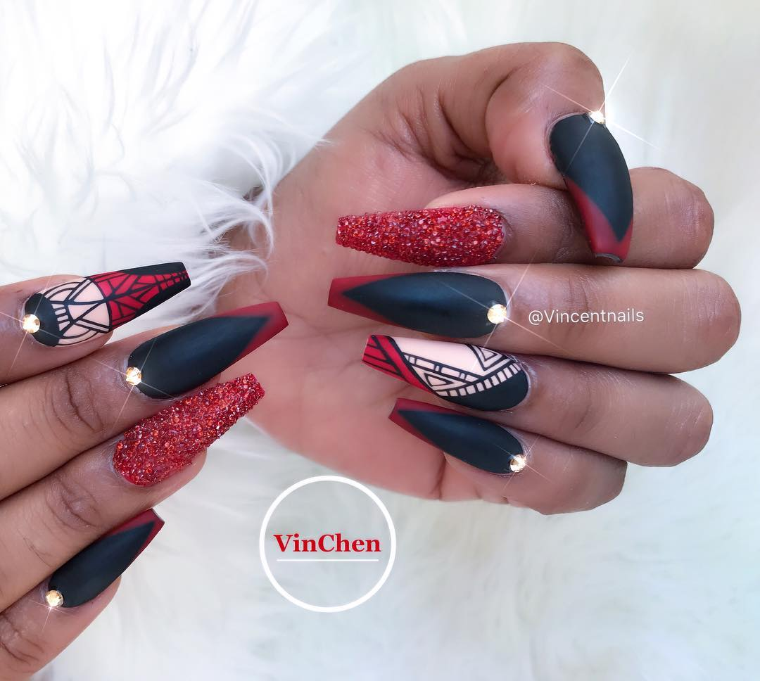 Black \u0026 Red \u2013 Two Favorite Colors in One Stunning Nail